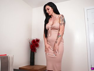 Stunning curvy malicious haired babe Savannah is ready to behave oneself with her boobies