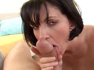 Sexy housewife gets a on the move facial u