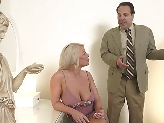 Hot MILF is light-hearted with her sex gambol with the addition of decides about attempt sex with a real shine