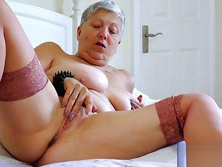 Nice granny Savana masturbates her wet pussy