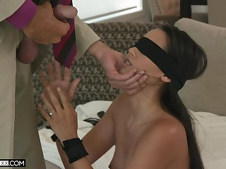 Blindfolded alluring babe with sexy boodle Andreina Deluxe fucks doggy tatter perfect
