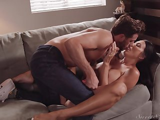Rub-down the way step mommy deals the heavy dick is addictive