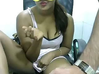 This bubbly webcam flatterer looks like an Indian chick I used to fuck