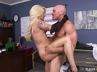 Doctor in the matter of a broad dick enjoys fucking MILF patient Helly Hellfire