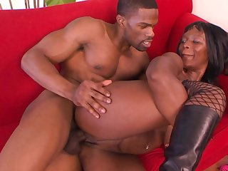 Black porn connected with a hot MILF addicted to the BBC