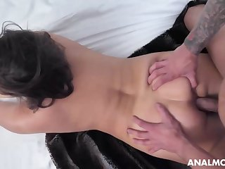 Buxomy dark-haired cougar, Natasha is about to deep-throat bone plus get screwed in slay rub elbows with douche